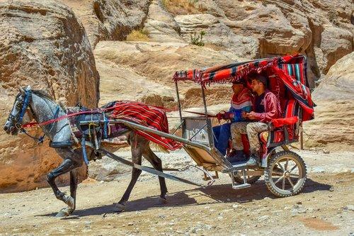 coach  carriage  al siq canyon