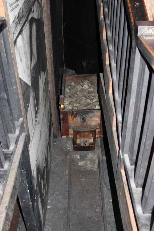 coal cart miner mining