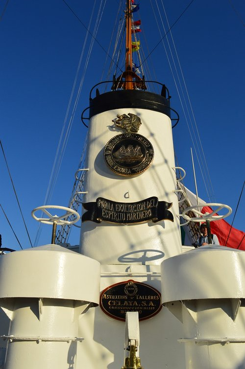 coat of arms  boat  sea