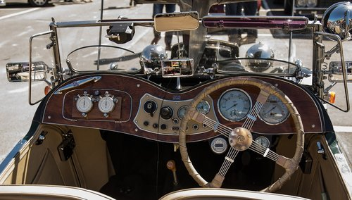 cockpit  dashboard  mg