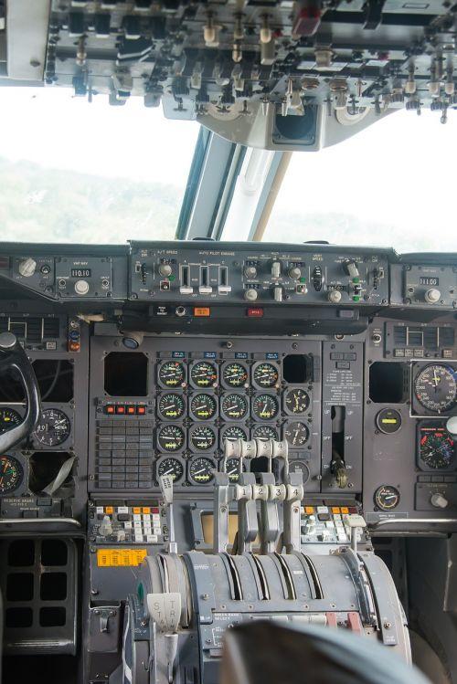 cockpit aircraft instruments