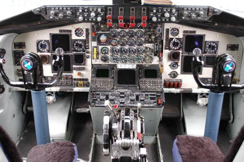 cockpit airplane controls