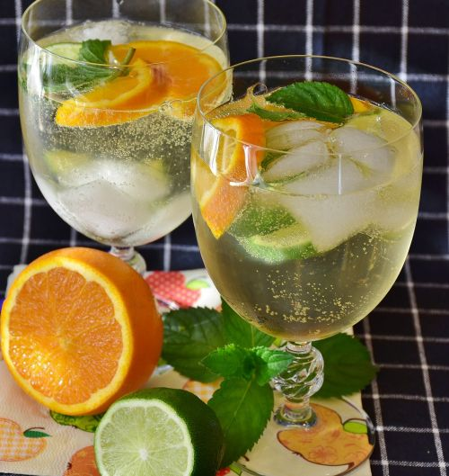 cocktail prosecco lime