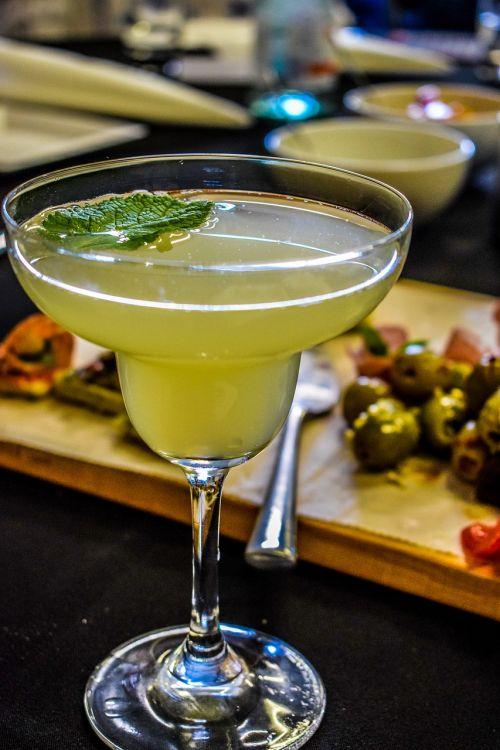 cocktail drink bar