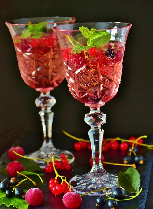 cocktail  prosecco  berries