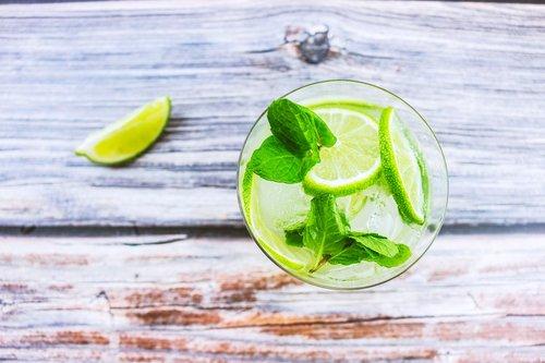 cocktail  beverage  lemon