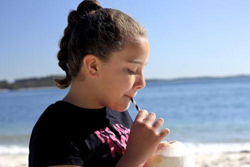kokoso,vasara,saulėtas,gerti,rojus,turizmas,saulė,dangus,jūra,smėlis,vanduo,šviesa,lauke,atostogos,mėlynas,saulėtas dangus,atogrąžų paplūdimys