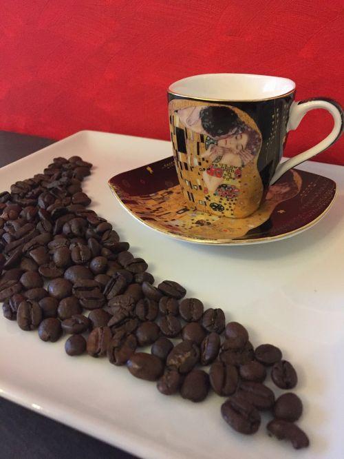 kava,taurė,raudona,juoda,kavos puodelis,espresso,kavos pupelės,vincent macbeth,pupelės kavos
