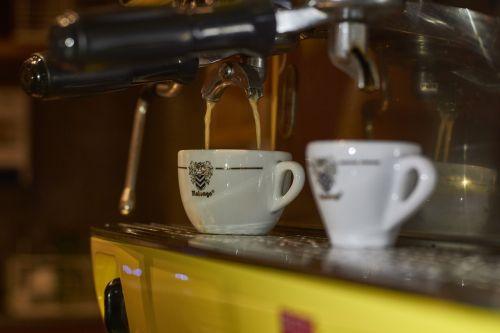 kava,arbata,taurė,automatinis,mašina,kavos puodeliai,kofeinas,kavinė,gaminti kavą,ruošti kavą