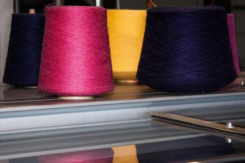coil yarns flat knitting machine