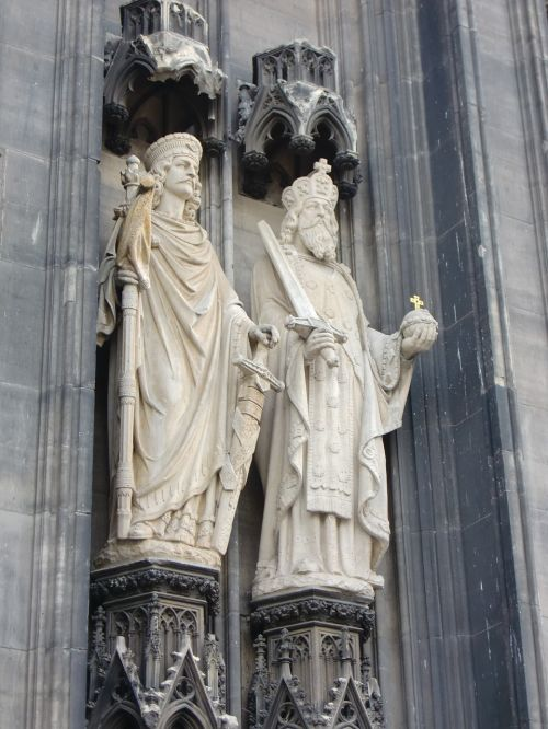 cologne dom figures