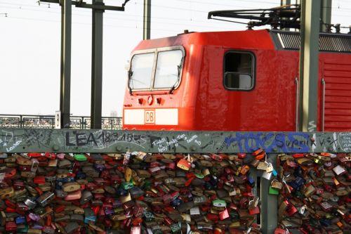 cologne hohenzollern bridge train