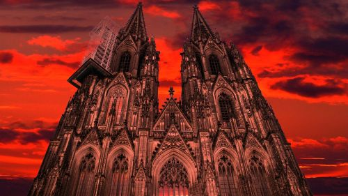 cologne dom red