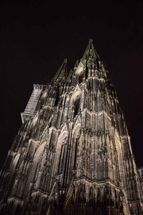 cologne,dom,building,architecture,church,places of interest,germany,towers,city,imposing,night,free photos,free images,royalty free