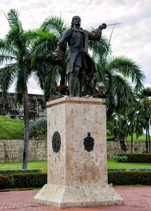 colombia statue cartagena