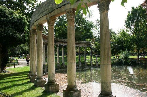 colonnade columns parc monceau