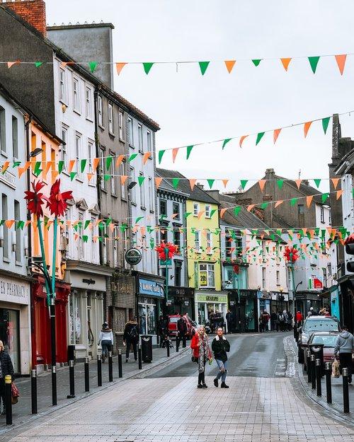 colorful  streets  cobblestone