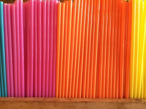 spalvingos šiaudai,ryskios spalvos,šiaudai,vertikalus,rožinis,oranžinė,geltona