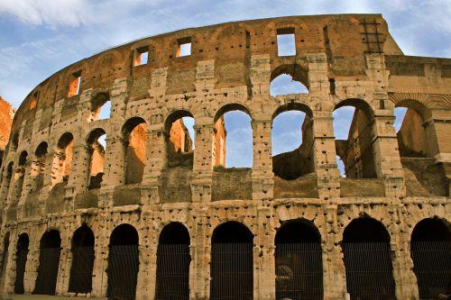 colosseum ruin rome