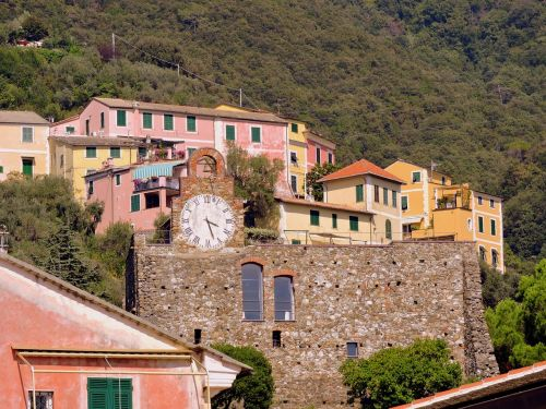 colourful houses watch cinque terre