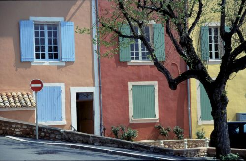 colourful houses roussillon provence