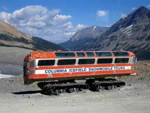 columbia icefield snowmobile bus