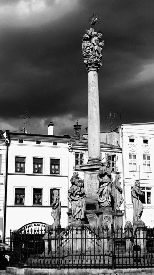 column drama memorial