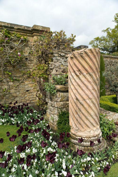 column ancient italian garden