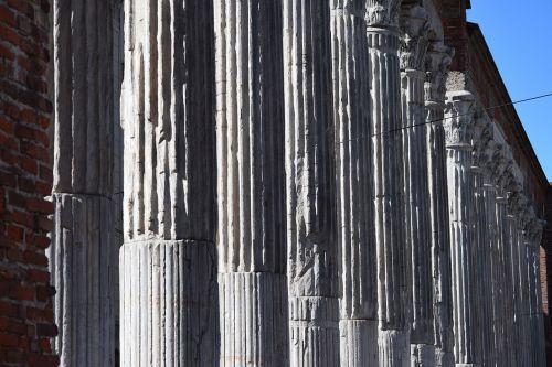 columns romanesque arc