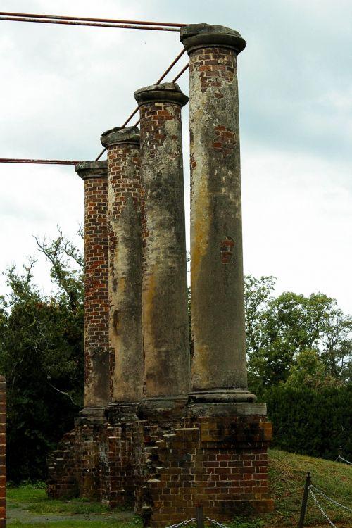 columns ruins doric