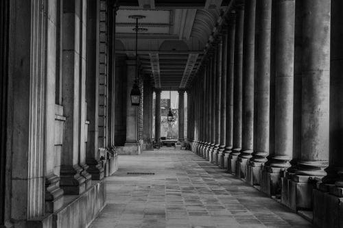 columns rhythm architecture