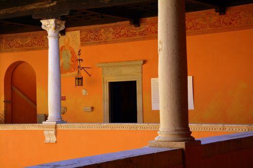 columns terrace castle