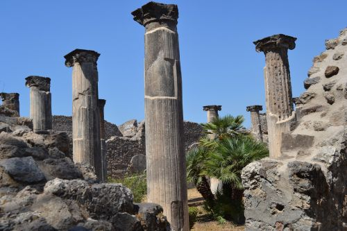 columns italy archaeology