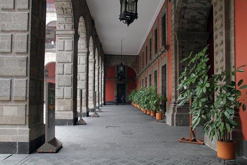 columns  aisle  corridor