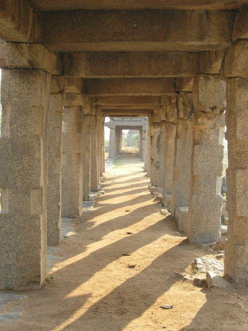 stulpeliai,praėjimas,vista,Indija