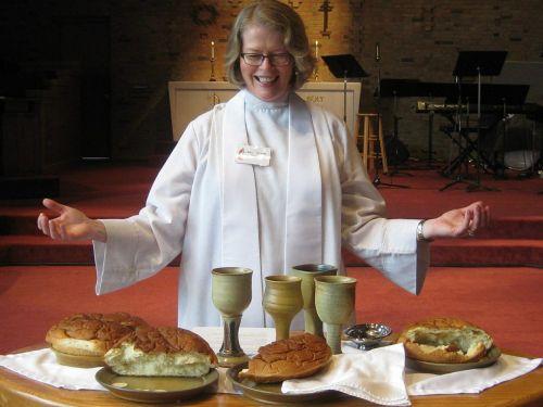bendrystė,tikėjimas,religija,krikščionybė,vynas,taurė,duona,stalas,čalis,nukryžiuotas,Jėzus,džiaugsmas,Eucharistija,sakramentas,pastorius,teologija,vakarienė