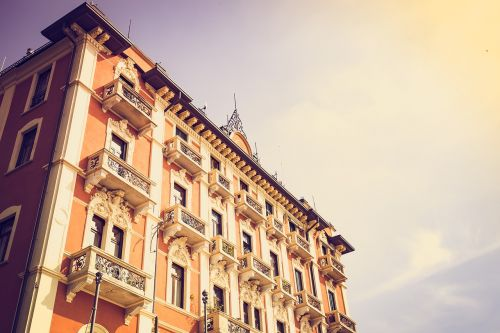como,home,italy,old houses,italian,old town,lake como,window,balcony