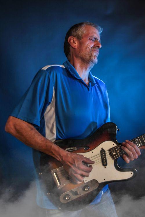 concert guitar man