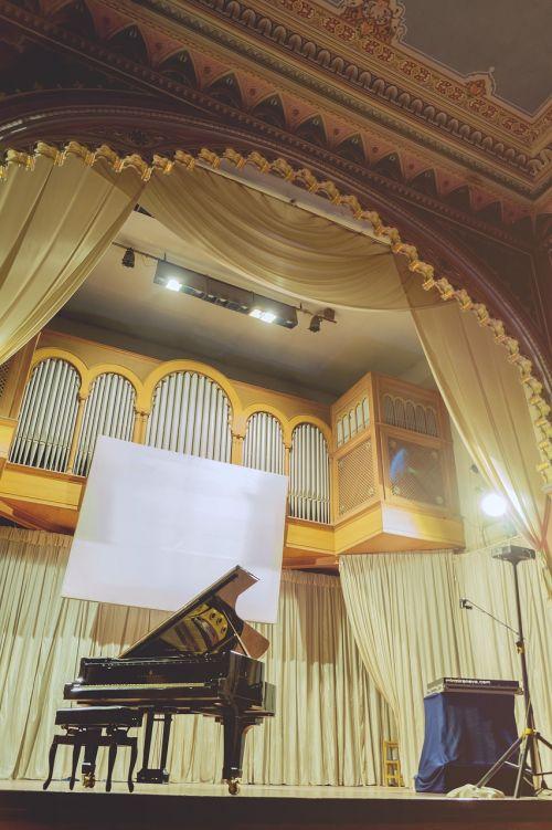 concert grand piano philharmonic hall