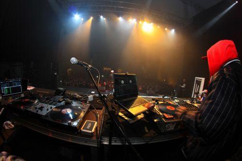 concert scene dj