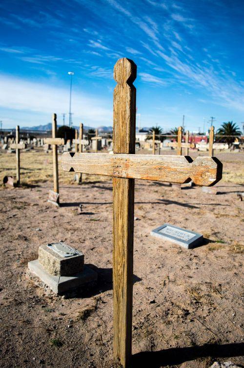 concordia cementary cross grave