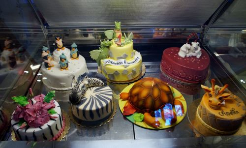 confectioner's cakes sweet