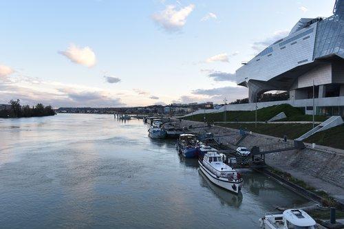 confluence  rhone  barge