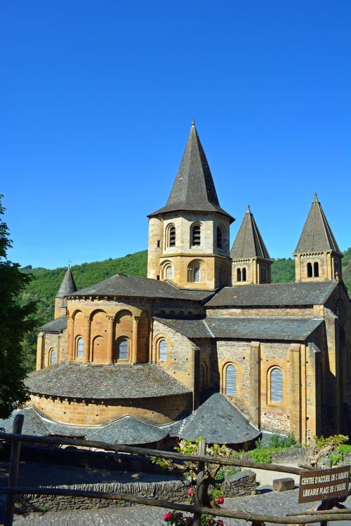 conques aveyron abbey