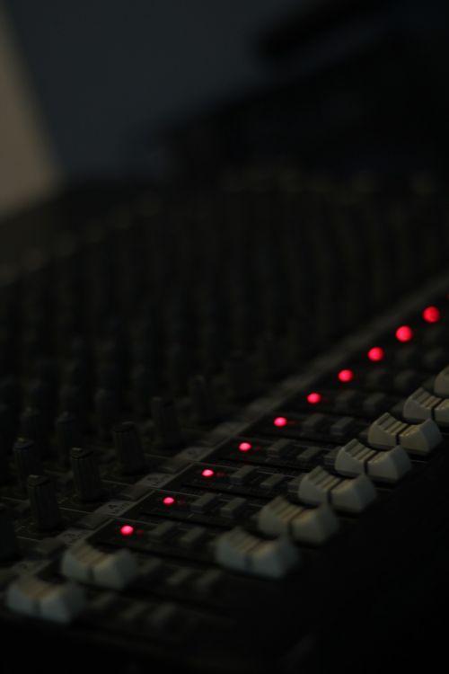 console audio mixer