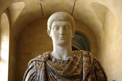 constantino roman emperor sculpture