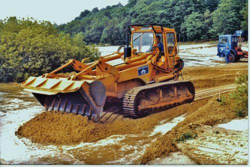 construction machine shovel tracked vehicle