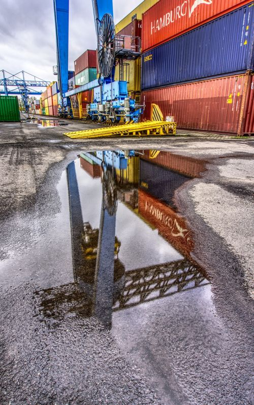container port loading