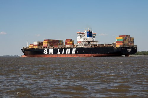 container ship  freighter  frachtschiff