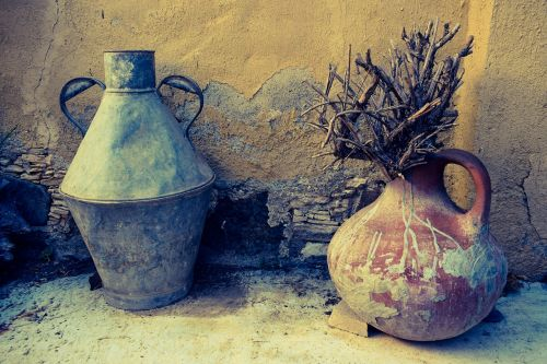 containers metallic pottery